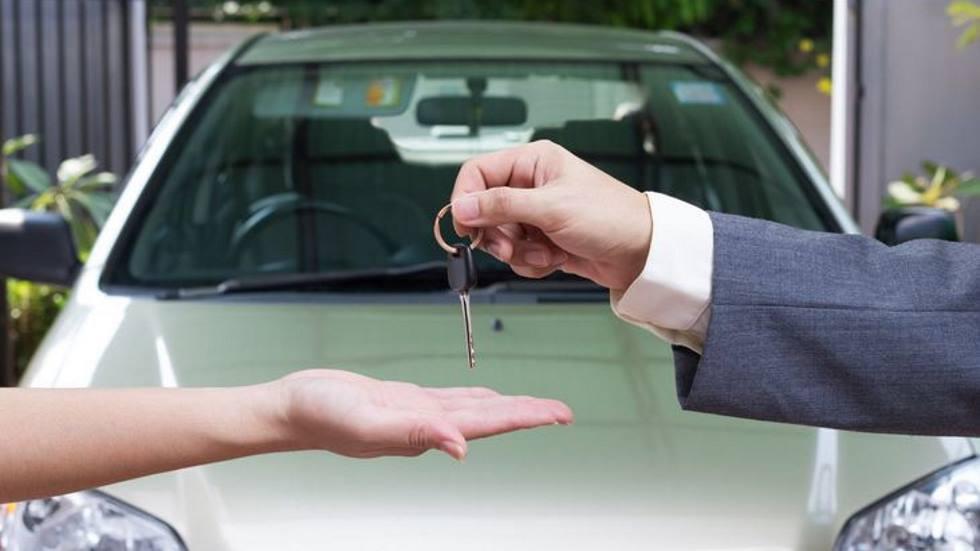 Comprar un coche usado: qué debe incluir el contrato de compraventa