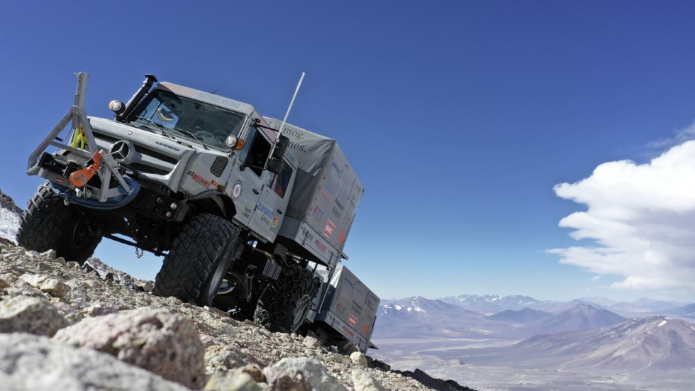 Nuevo récord de altura: nunca un camión subió tan alto como estos Unimog
