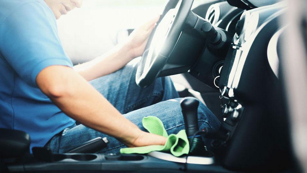 Cómo desinfectar bien tu coche para evitar contagiarte del coronavirus y otras bacterias