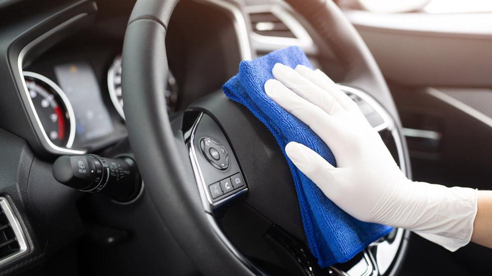 ¿Tienes que regresar ya al trabajo? Así puedes desinfectar tu coche de forma segura