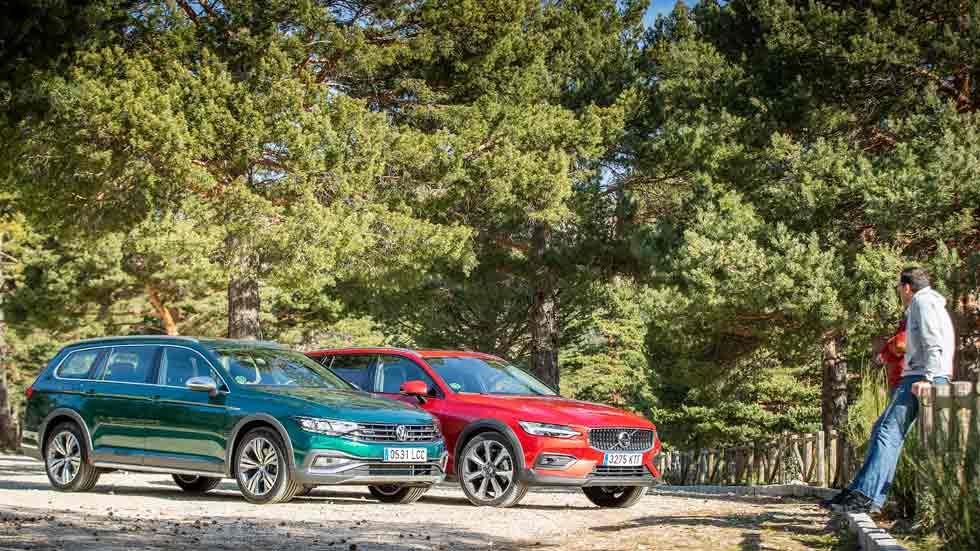 VW Passat Alltrack vs Volvo V60: duelo SUV de verdad... con traje de berlina familiar