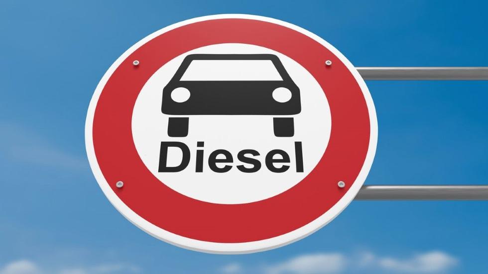 El Gobierno prohibirá finalmente los coches diésel, gasolina e híbridos: ya hay fecha