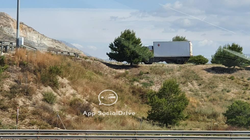 Así multan ya los nuevos camiones camuflados con radar de la DGT