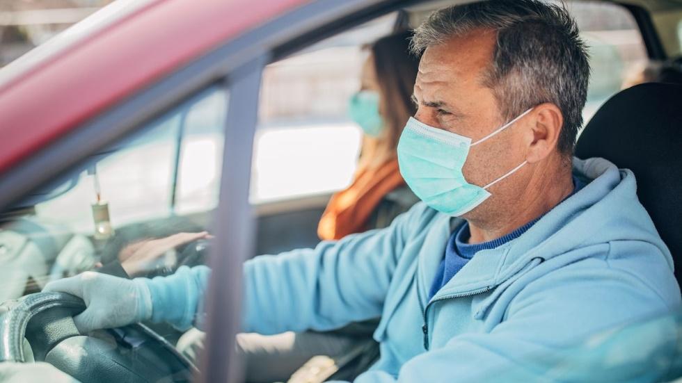 Hasta cuándo durará el decreto de nueva normalidad y el uso de mascarillas en los coches