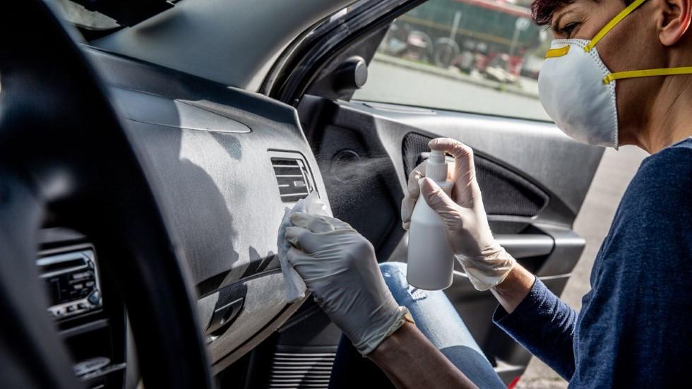Por qué desinfectar así tu coche es tan peligroso y puede ser mortal, según Sanidad
