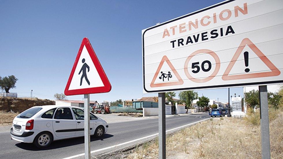 Límites de velocidad y normas de tráfico en travesías: ¿carretera o zona urbana?
