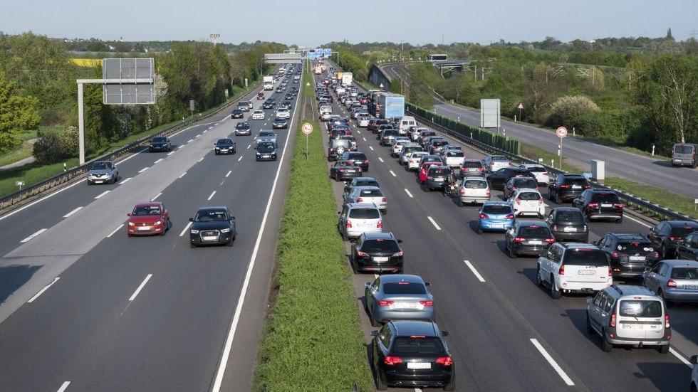 La DGT advierte: hasta 200 € de multa y puntos del carné si no haces esto en carretera