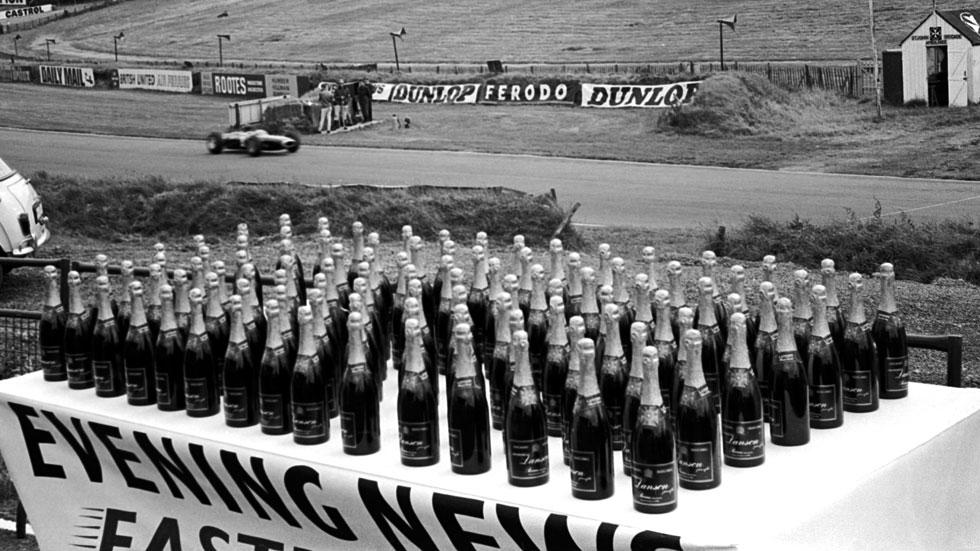 1964: GP de Gran Bretaña de F1. 100 botellas para el más rápido