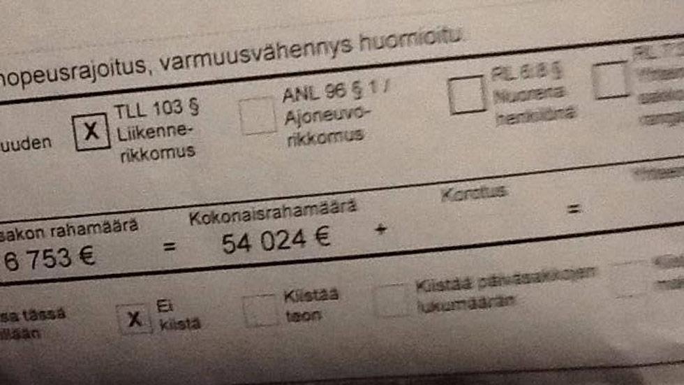 54.024 euros de multa por velocidad a un conductor finlandés