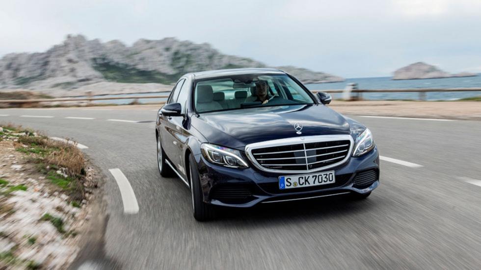 Ahora los Mercedes, con código QR