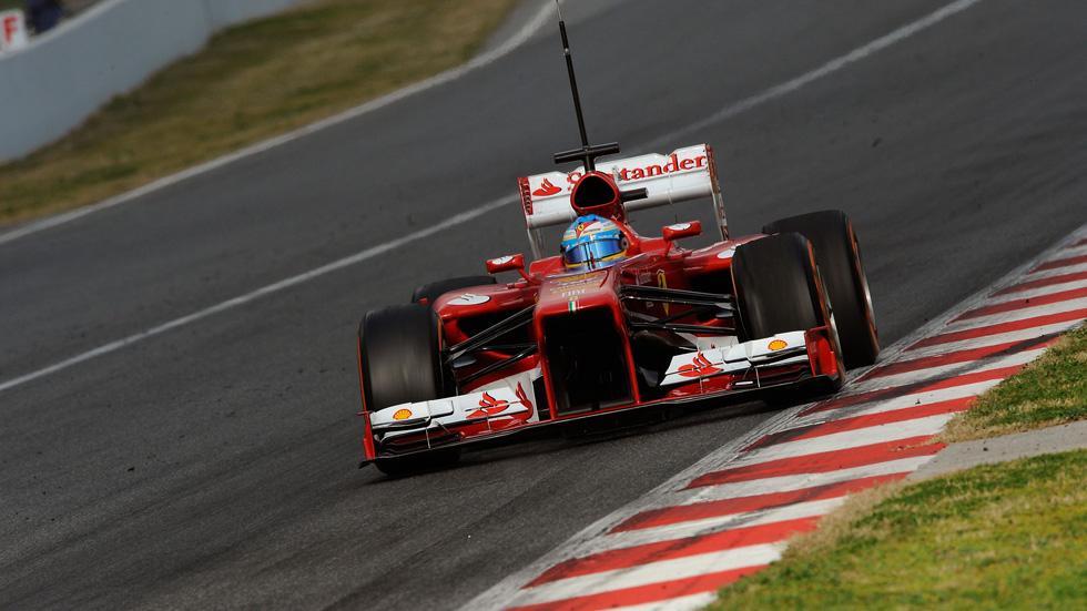 Alonso logra el mejor tiempo en Montmeló