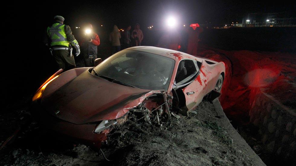 El futbolista Arturo Vidal destroza un Ferrari 458 Italia en un accidente