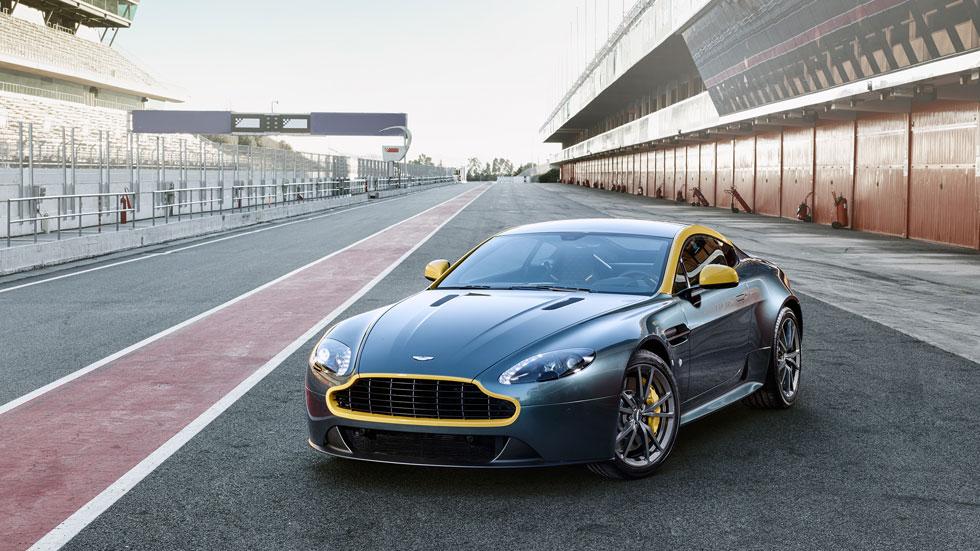 Aston Martin V8 Vantage N430 y DB9 Carbon Black y White