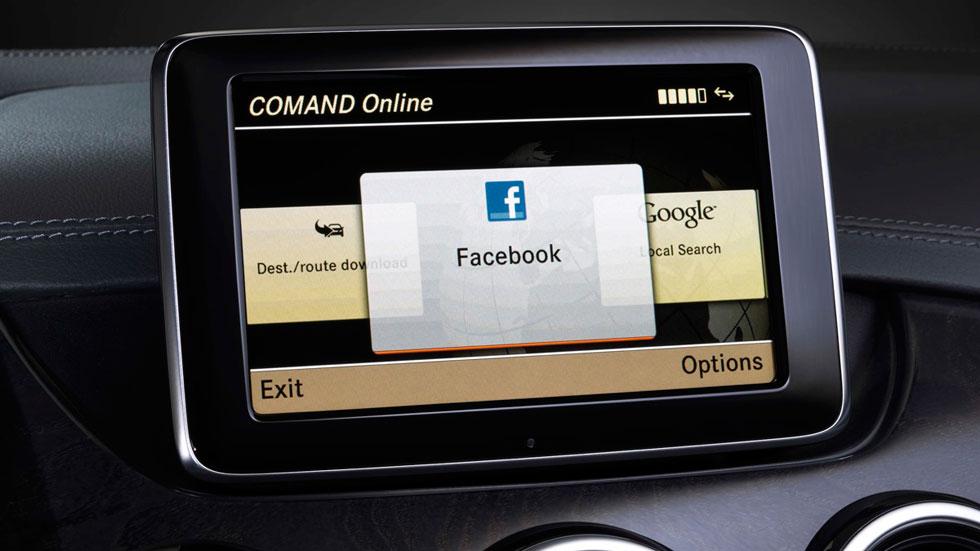 Guerra a Facebook y Twitter… en el coche