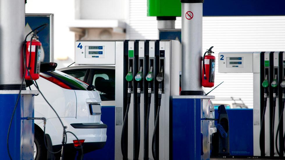 Gasolina y gasóleo bajan sus precios