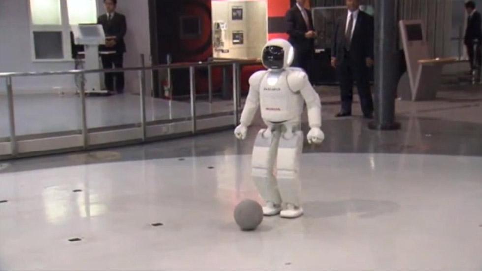 Vídeo: Obama juega al fútbol con Asimo, el robot de Honda