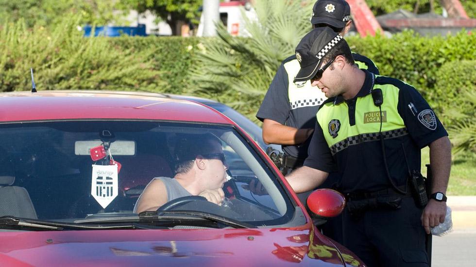 Borracho estrella su coche en un control de alcoholemia a 163 km/h