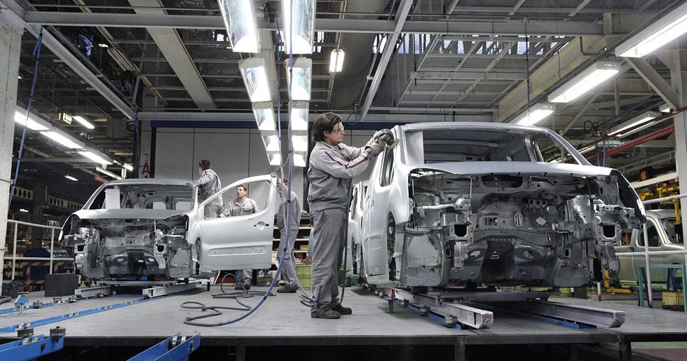 Cae el superávit del automóvil un 32,5 por ciento