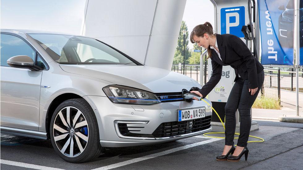 Enchufados: los 5 coches plug-in con más futuro
