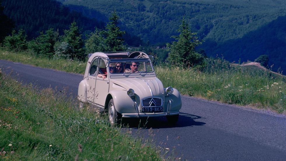 Citroën 2CV, un coche con historia, visita España