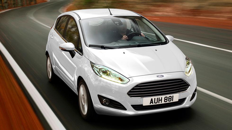Blanco, de gasolina y manual: así queremos el coche los españoles