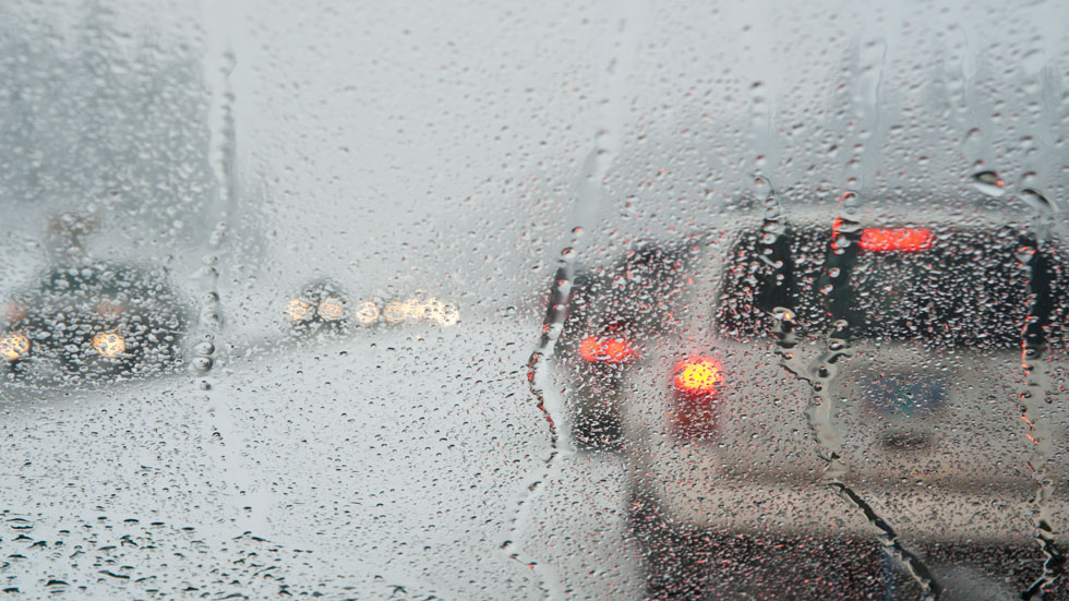 Trucos y consejos para conducir seguros con lluvia
