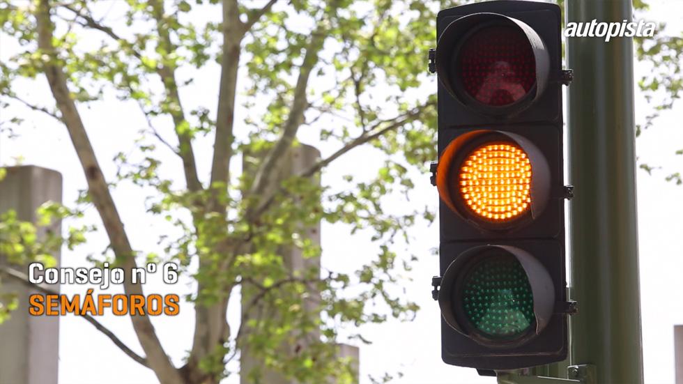 Consejos al volante: detente con el semáforo en rojo… ¡y en ámbar!