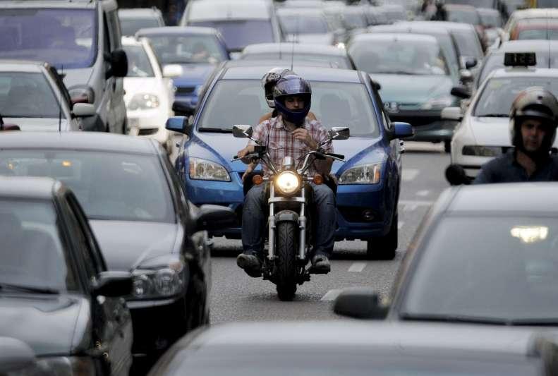 Los coches contaminan un 25% más de lo que anuncian