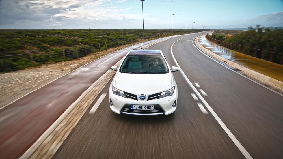 ¿Cuesta más mantener un vehículo híbrido?