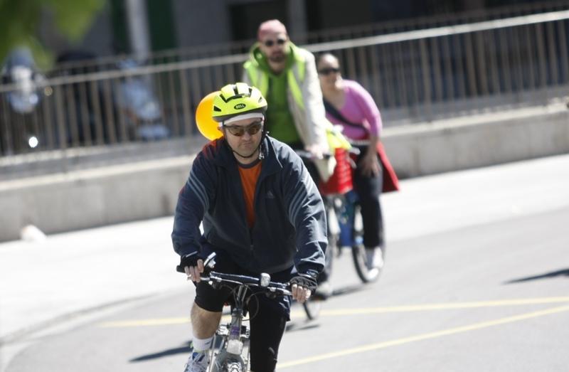 La DGT sigue apostando por el casco obligatorio para los ciclistas