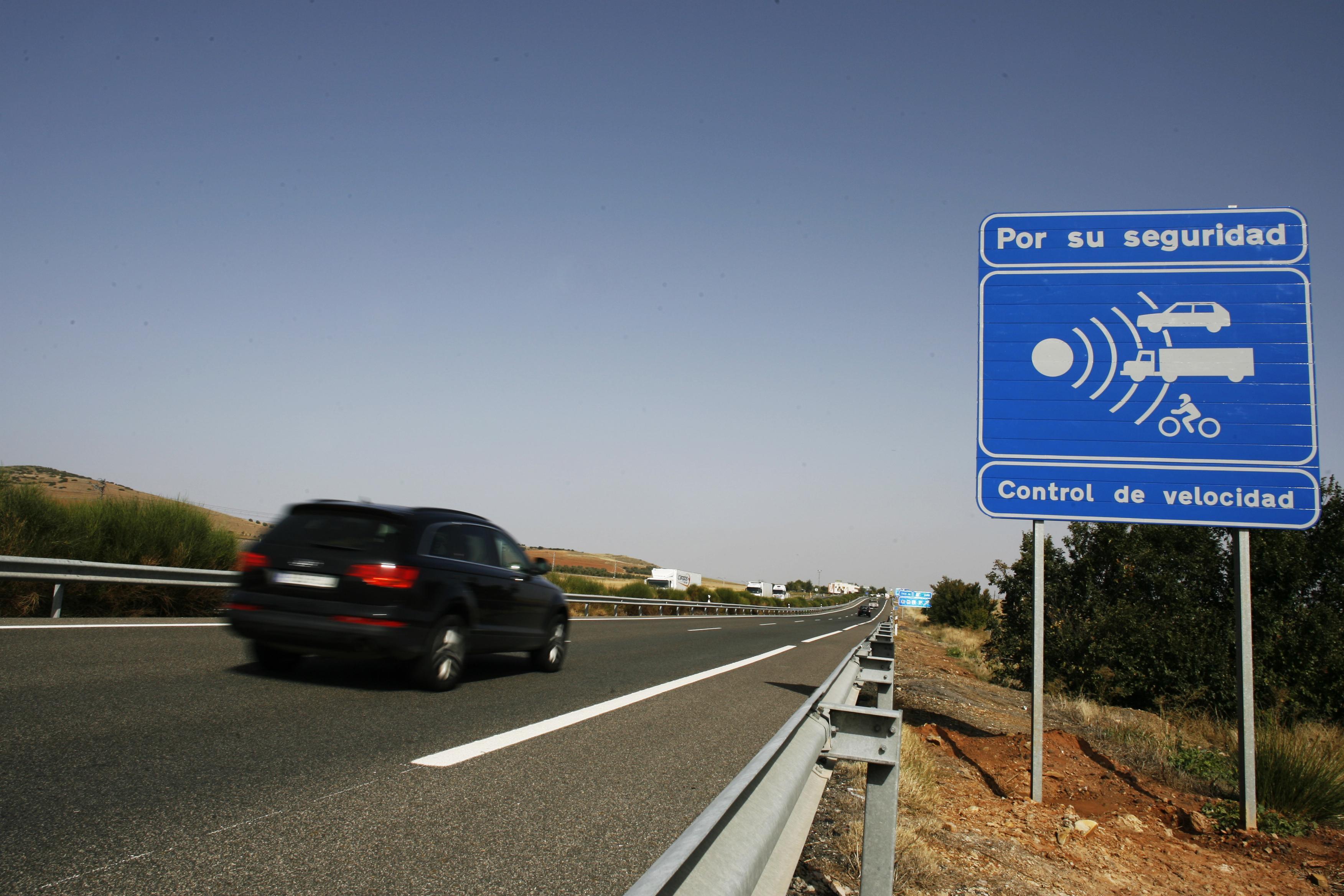 Sigue el acoso: la DGT compra 30 nuevos radares de velocidad