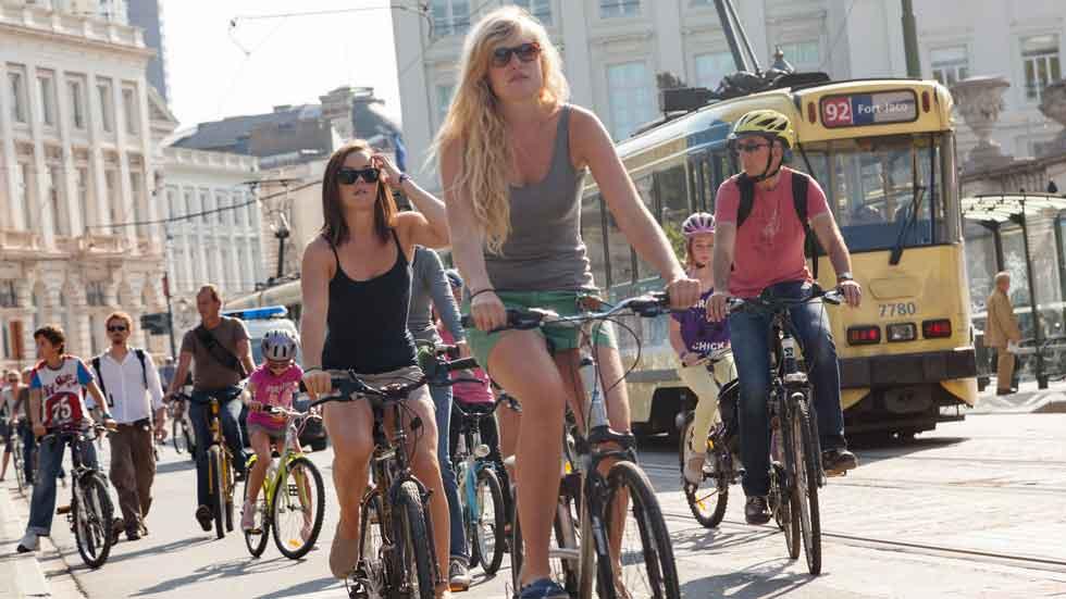 La DGT no quiere bicicletas por la acera
