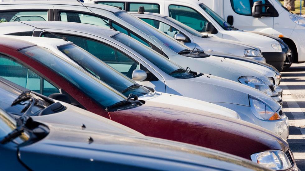 El conductor español mantiene su coche algo más de 10 años
