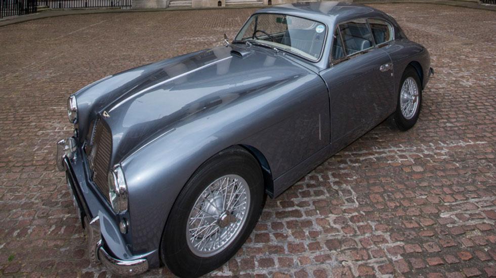 El verdadero coche de James Bond sale a la luz