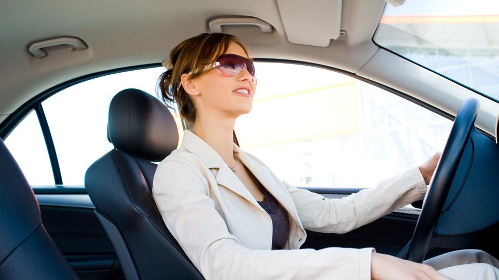 Los españoles pasan al volante 300 horas al año