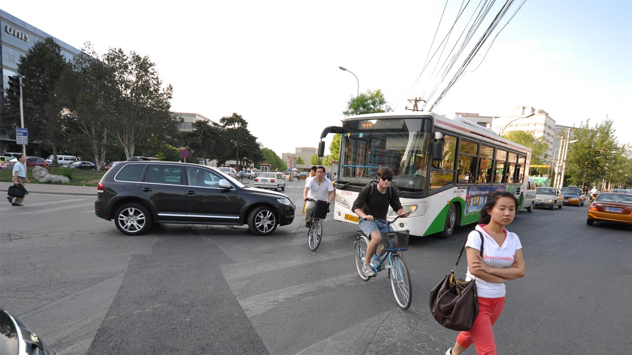 China multará a los peatones que crucen en rojo