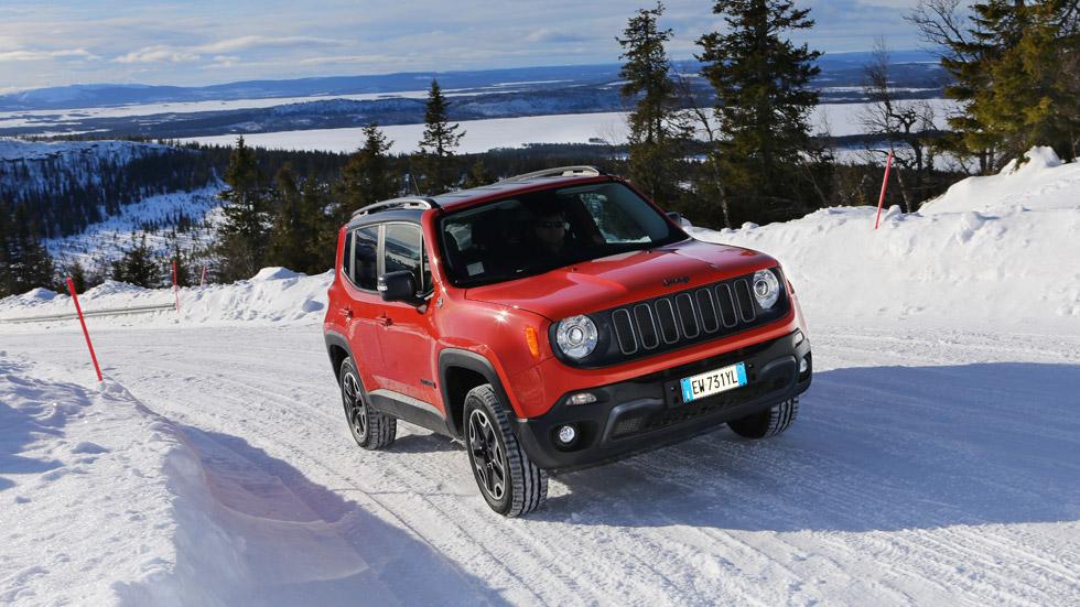Primera prueba: Fiat 500X y Jeep Renegade 4x4, así van sobre nieve y hielo