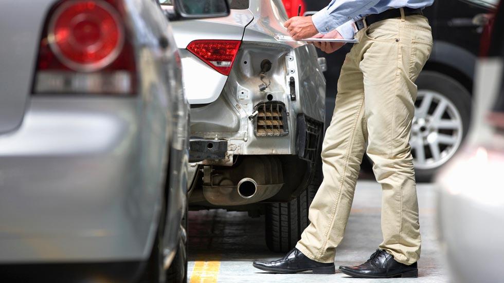 Los golpes aparcando crecen un 30 por ciento en la última década