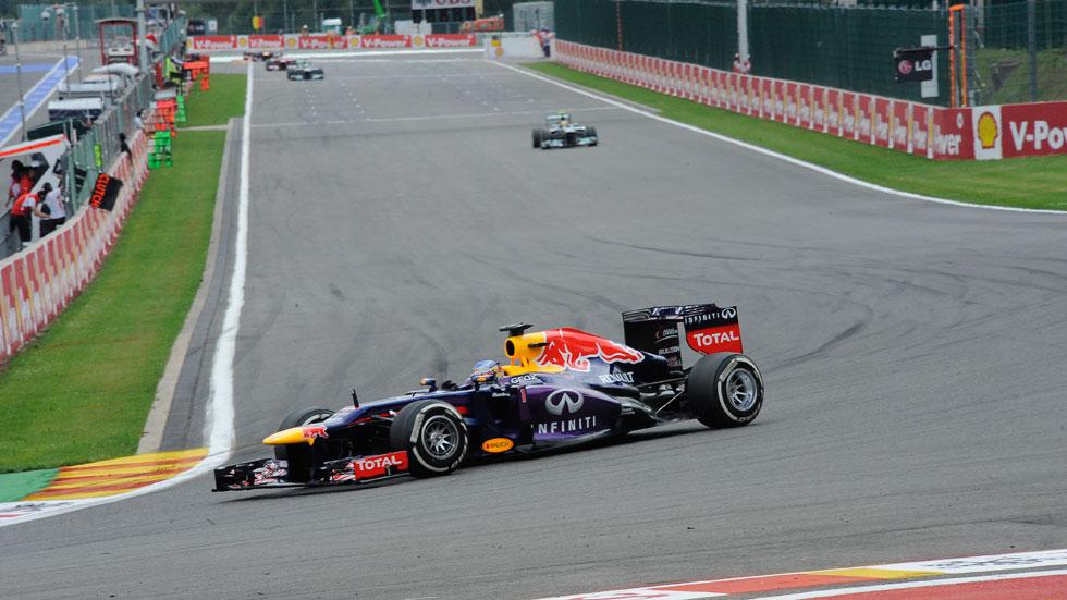 GP Bélgica: Vettel pisa fuerte y Alonso le persigue