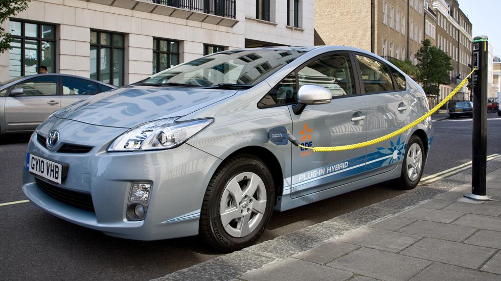 Los híbridos enchufables de Toyota ahorran un 46% de combustible
