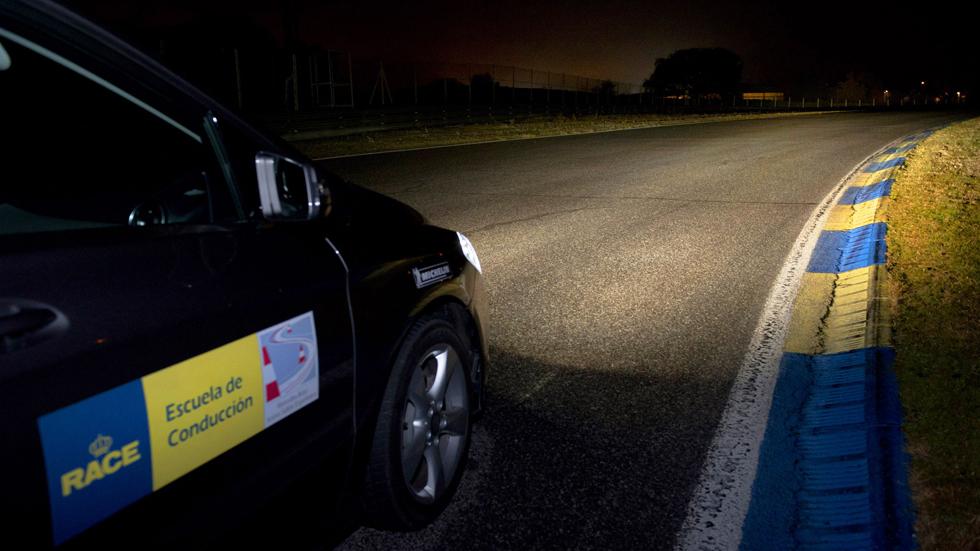 Informe RACE: 'Más de la mitad de los conductores circula inseguro por la noche'