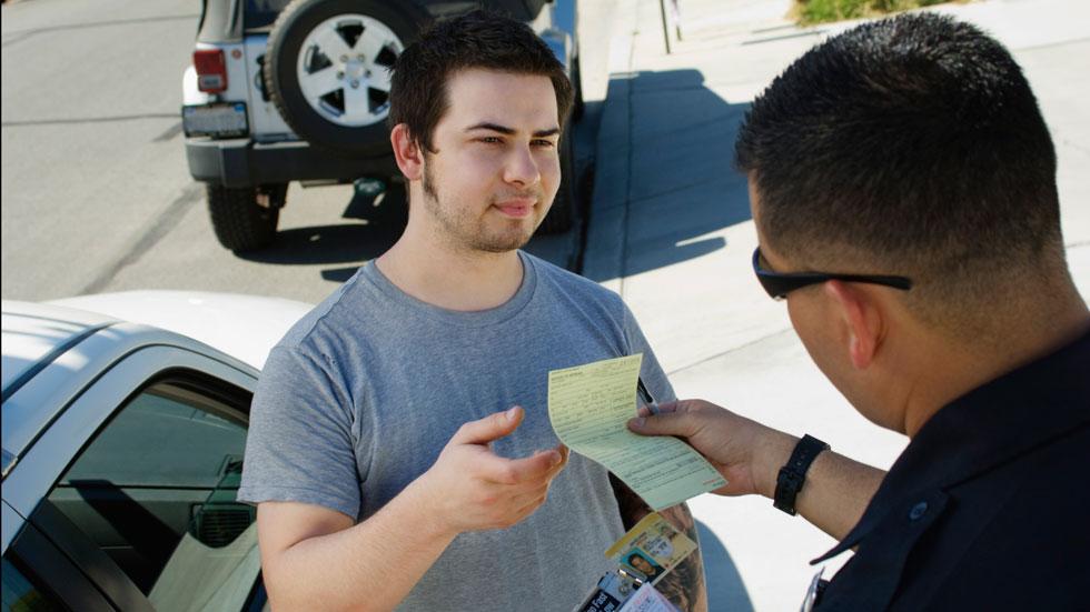 Los extranjeros se libran de las multas...de momento