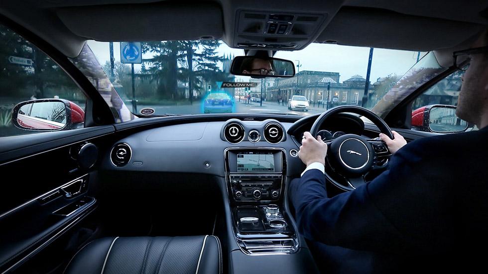 Jaguar Land Rover y su 'coche fantasma' proyectado en el parabrisas