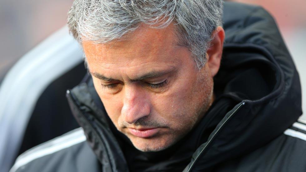 José Mourinho, compuesto y sin carné