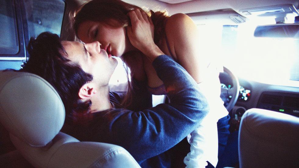 San Valentín 2018: las mejores posturas para hacer el amor en el coche