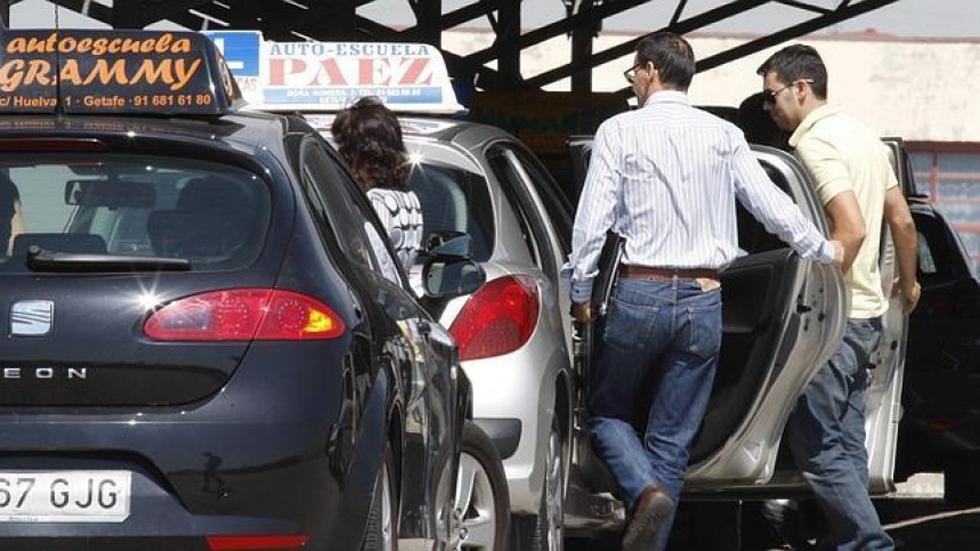 Las autoescuelas apuestan por introducir distracciones en el examen