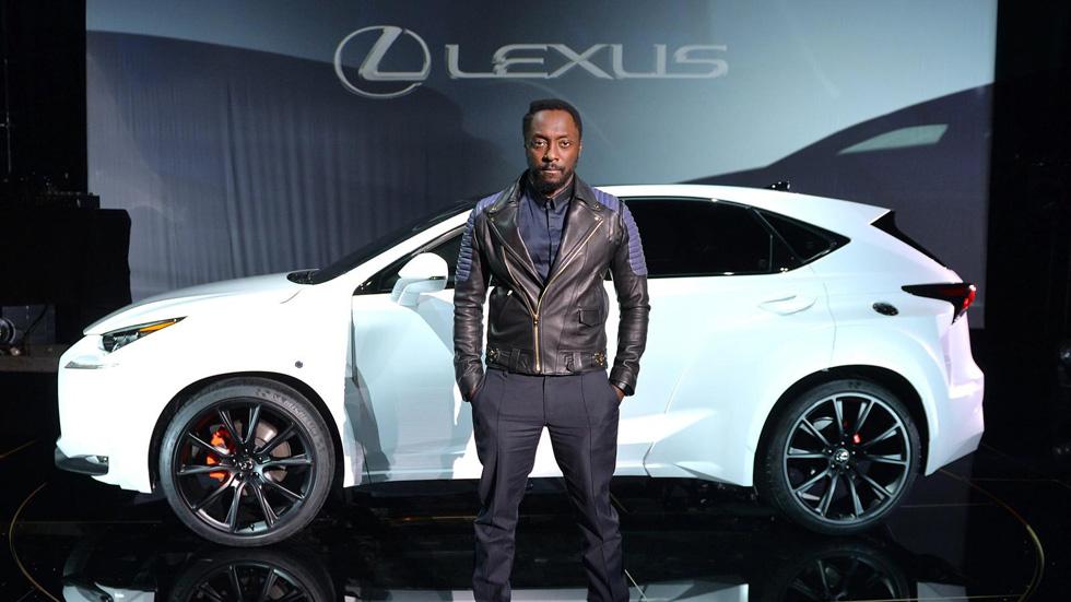 Lexus NX by William, vestido con ropa ancha