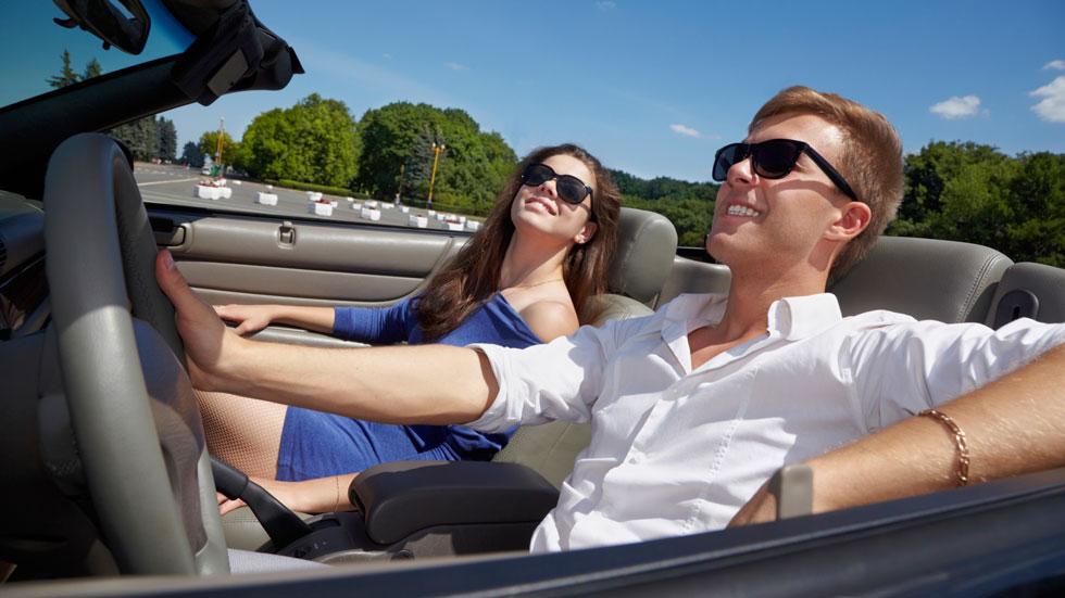 Los jóvenes estadounidenses conduce coches no seguros