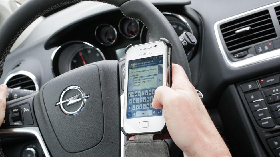 Cárcel por escribir mensajes conduciendo