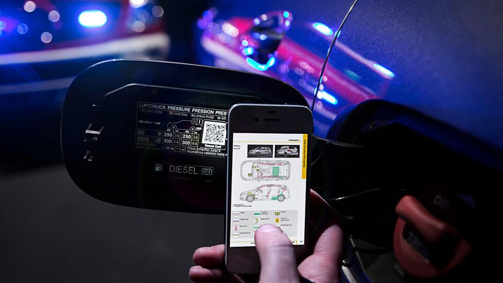 Así son los códigos QR salvavidas de Mercedes